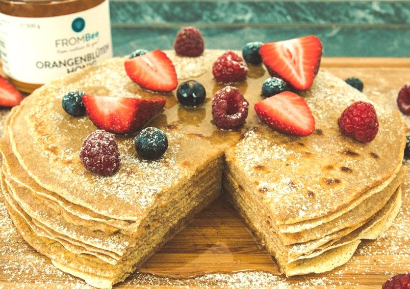 Vollkorn-Pfannkuchen mit Honig obst frombee